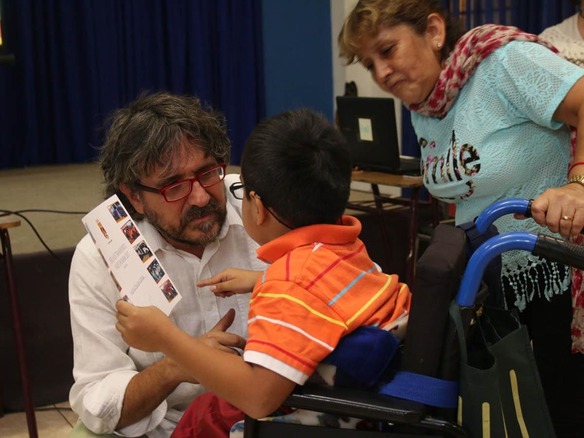 Entrega de becas de transporte a estudiantes con discapacidad