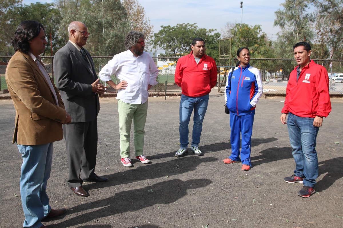 Visita delegación cubana