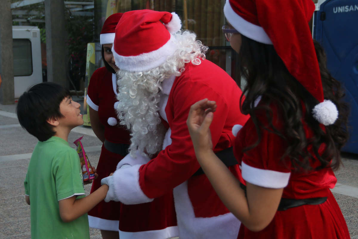Tradicional encendido del árbol inició las festividades de navideñas en Huechuraba