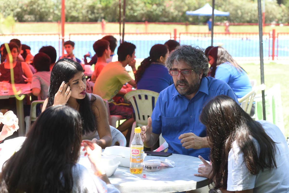 Estudiantes cierran trabajo preventivo de programa de Senda con actividades en piscina municipal