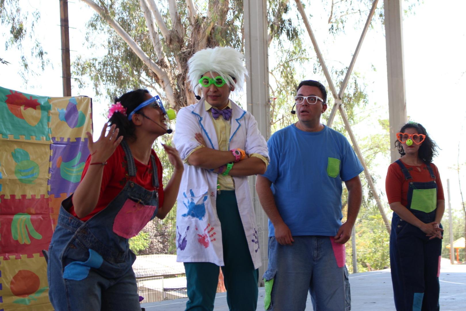 Obra de teatro que enseña sobre hábitos alimenticios se presentó en escuela Las Canteras