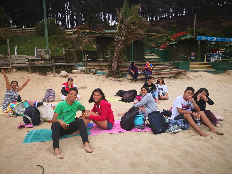 ¡Vamos a la Playa! llevó de paseo a más de 100 niños y jóvenes de la comuna a Algarrobo