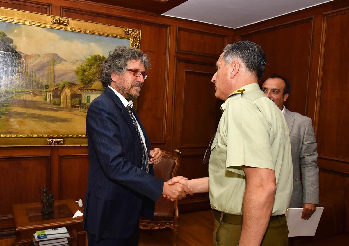 Alcalde junto al General Director de Carabineros