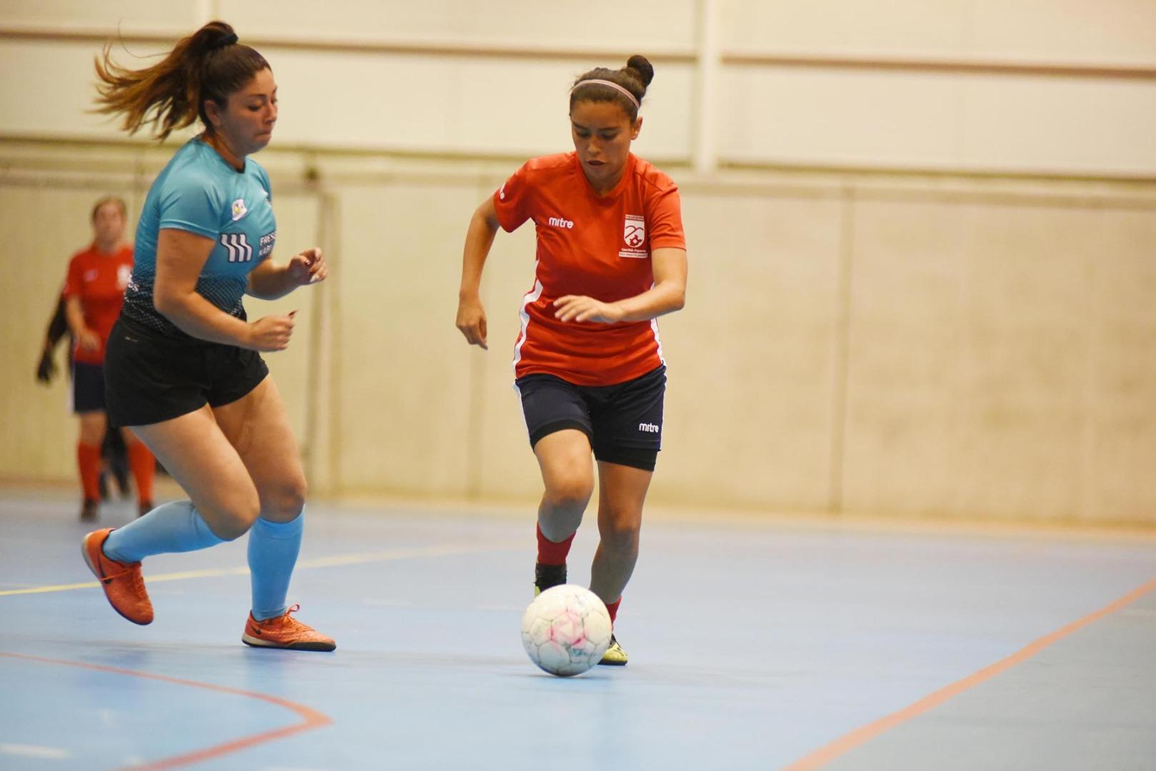 Primera Copa de Fútbol Femenino.